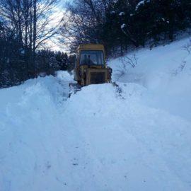 Радови на рашчишћавању снега у МЗ Доганица