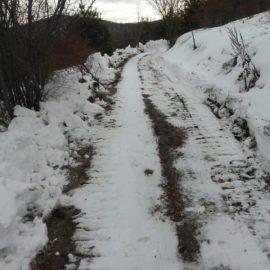 Пробијање снежних наноса у с. Јарешник